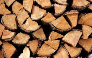 Раздават дърва на социално слаби жители на Община Вършец