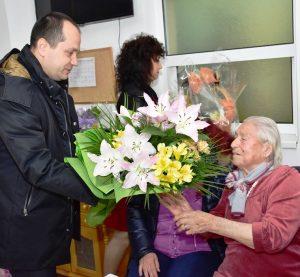 100-годишна баба посрещна кмета Враца на рождения си ден