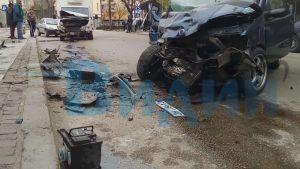 Заради висока скорост! 19 годишен от Видин в болница, блъсна се в бус в центъра на града (видео)