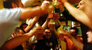 Консумацията на алкохол в деня на евровота няма да бъде забранена