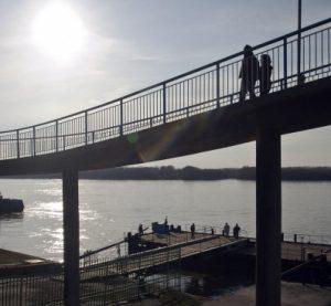 Заловиха русенец, опитал да преведе през Дунав нелегални имигранти