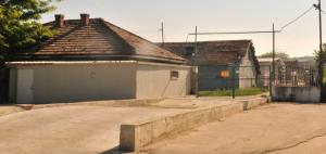 Двама мъже загинаха, след като се задушиха в септична яма в свинекомплекс в с. Попина