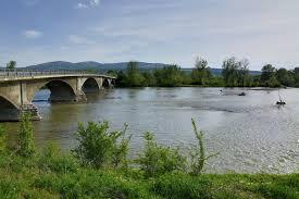 Водолази трети ден издирват тялото на дядо с деменция в река Огоста
