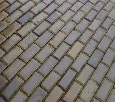 "Жена откри около 6 кв. метра жълти павета в двора на новозакупения си имот в кв. ""Гео Милев"" в София"