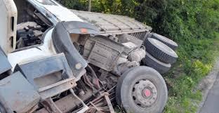 Два товарни автомобила катастрофираха в с. Скомля