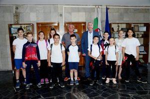 """Кметът Огнян Ценков връчи грамоти на състезатели  от СК """"Борба, Самбо, Джудо"""""""