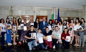 Наградиха видински зрелостници с грамоти за  отличие