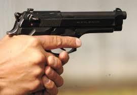Закопчаха двама 19-годишни, единият размахвал оръжие през прозореца на кола