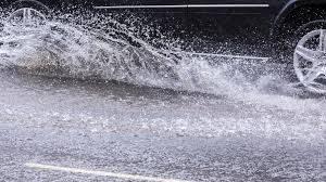 Наводнена е част от пътя Варвара – Велинград, движението е в едната лента