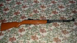 Спипаха дядо с незаконно оръжие и канабис