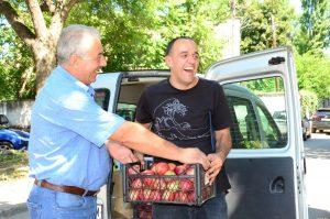 Община Видин изненада участниците в The Bridge, като им осигури 70 кг нектарини