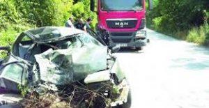 Лек автомобил се удари в товарен край Кула