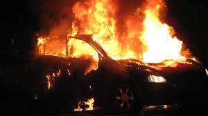 Кола се запали в гараж
