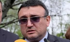 Според министър Маринов, колата на проф. Минеков била запалена по погрешка