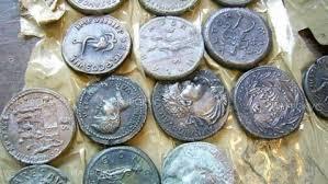 Иззеха старинни монети от частен дом, след подаден сигнал