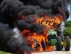 Трактор изгоря в монтанско село