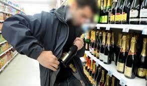 Задържаха 26-годишен мъж, задигнал две бутилки уиски от магазин във Видин