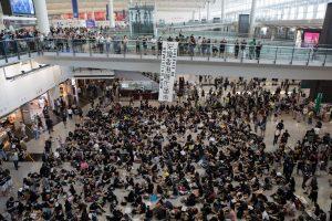 Летището в Хонконг отмени всички полети за втори пореден ден