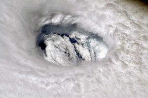 Ураганът Дориан развихри тропически бури край най-източните части на крайбрежието на щата Флорида