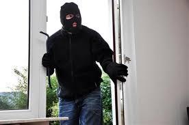 Крадец се промъкнал в къща в село Гъмзово и отмъкнал лични вещи