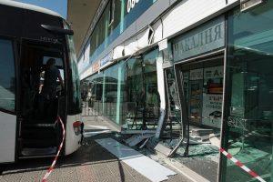 """Автобус се вряза в автогара """"Сердика"""" (СНИМКИ)"""