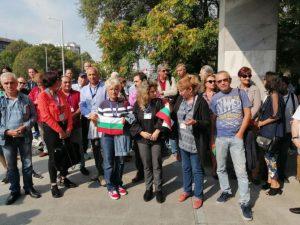Служители на БНР протестират пред СЕМ