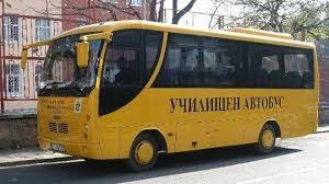 Млада жена нападнала деца в училищен автобус