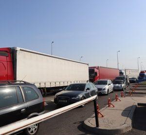Интензивен трафик на Дунав мост 2 на изход от страната