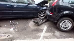 Пиян шофьор помете паркиран автомобил и избяга от мястото на инцидента