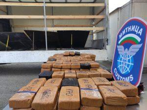 Хероин за над 3,6 млн. лева задържаха на Дунав мост – Русе (Снимки)