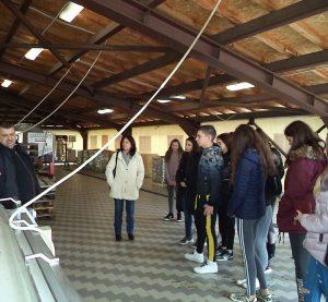 """В Световната седмица на предприемачеството се проведе полудневно образователно пътуване до винарска изба """"Двете Тополи"""" в с. Неговановци (Снимки)"""