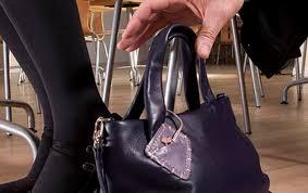 Откраднаха дамската чанта на жена докато била в болница