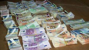Митничари хванаха контрабандна валута за близо 90 000 лева