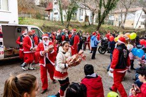 Една по-различна Коледа на деца с увреждания в Мездра