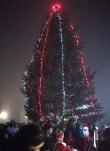 Грейнаха светлините на коледната елха в Белоградчик (Снимки)