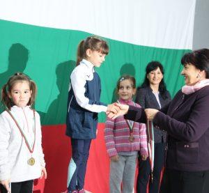 Наградиха победителите в традиционния коледен турнир по лека атлетика ( снимки)