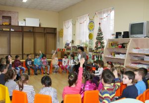 Зам.-кметът Борислава Борисова чете приказка на видински деца(Снимки)