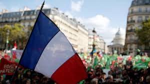 Франция е блокирана от мащабна стачка