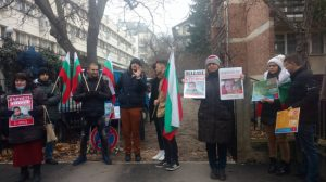 Протест пред германското посолство в София, заради отнетото българско бебе в Германия