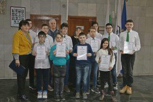 Ръководството на Общината награди видински ученици с високи постижения в състезания по математика (Снимки)