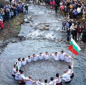 29 смелчаци скочиха за кръста във Враца (Снимки/Видео)