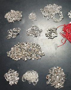 Близо 2 кг сребърни бижута задържаха митническите служители в района на ГКПП Дунав мост-Русе