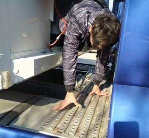 Заловиха 15 незаконни мигранти на Дунав мост-Видин в хладилен камион (Снимки)