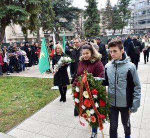 Във Враца почетоха паметта на Васил Левски (Снимки)