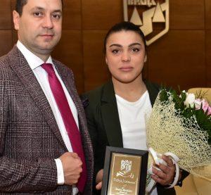 Наградиха европейската шампионка по борба Мими Христова от Враца