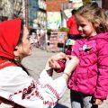 Баба Марта ще подари над 500 мартеници във Враца