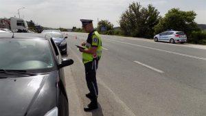 Спипаха 34-годишен да шофира автомобил с фалшиви номера