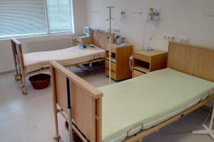 Болницата във Видин показа отделението за лечение на заразени с коронавирус (снимки)