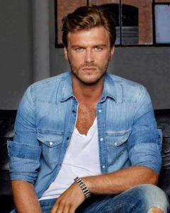 Популярният турски актьор Къванч Татлъту е със съмнения за COVID-19