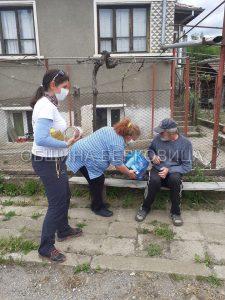 """Фондация """"Ела и ти"""" подкрепя хора нуждаещи се от помощ от Община Берковица (Снимки))"""